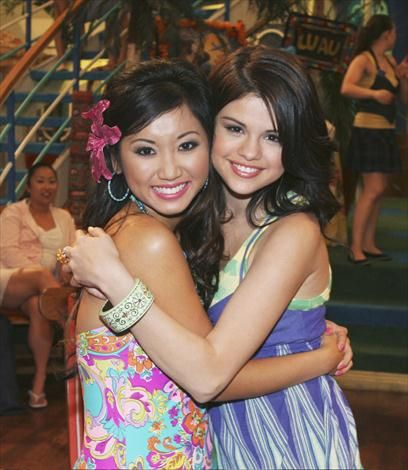 enda_song_and_wizards_of_waverly_place_star_selena_gomez_in_a_tight_hug.jpg